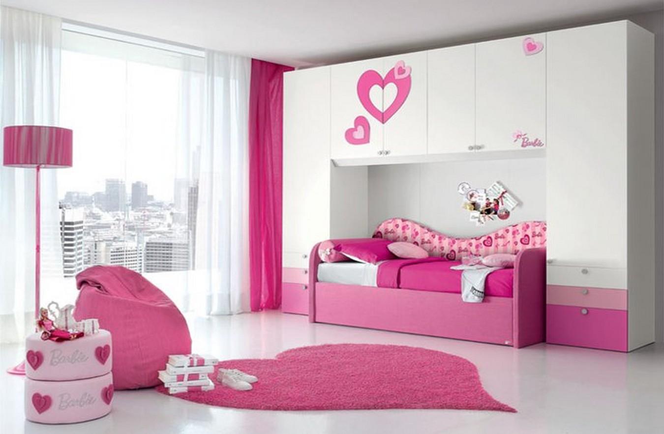 mobila camera fetita